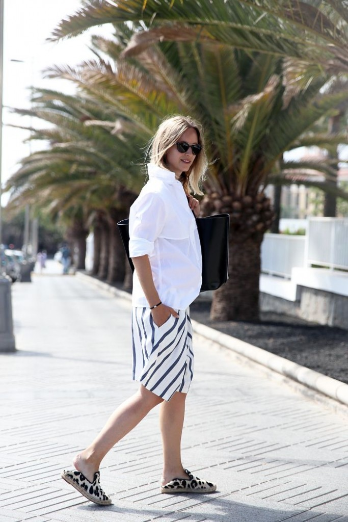 Pair those printed Bermuda shorts with a neutral colored shirt or top for an easy casual everyday outfit.Bermuda are skin loving and an easy wear