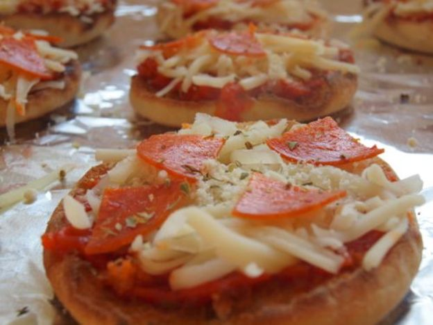 izza cheese encompasses several varieties and types of cheeses and dairy products that are designed and manufactured for use specifically on pizza, including processed and modified cheese such as mozzarella-like processed cheeses and Mozzarella variants. Pizza cheese can also refer to any type of cheese suitable for use on pizza.[1] Estimates have placed 30% of all pizza cheese used in the United States is mozzarella cheese. The most popular cheeses used in the preparation of pizza are mozzarella, provolone, cheddar and Parmesan. Emmental, Romano and ricotta are often used as toppings, and processed pizza cheeses manufactured specifically for pizza are used often in mass production environments.
